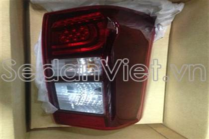 den-hau-phai-co-led-do-tham-isuzu-d-max